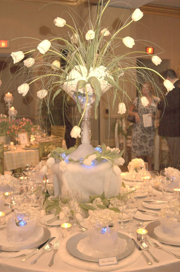 Arctic winter wedding theme wedding table decorations for Wedding table decoration ideas